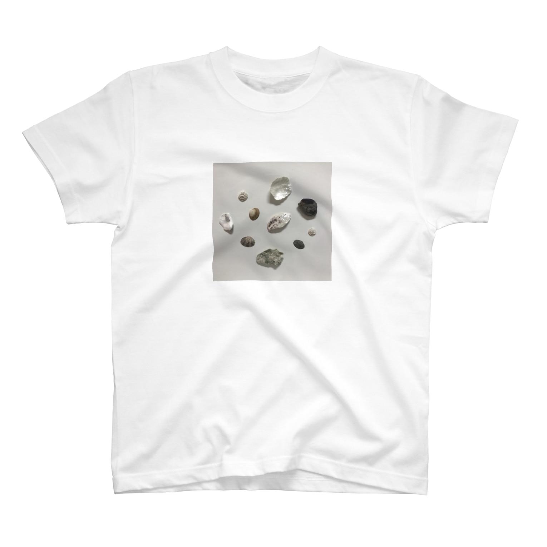 upeolupeoのsea shell T-shirts