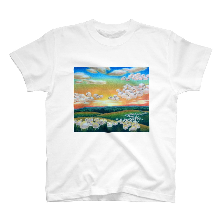 ひつじ好きの未草のギャラリーの夕焼け雲ひつじ T-shirts