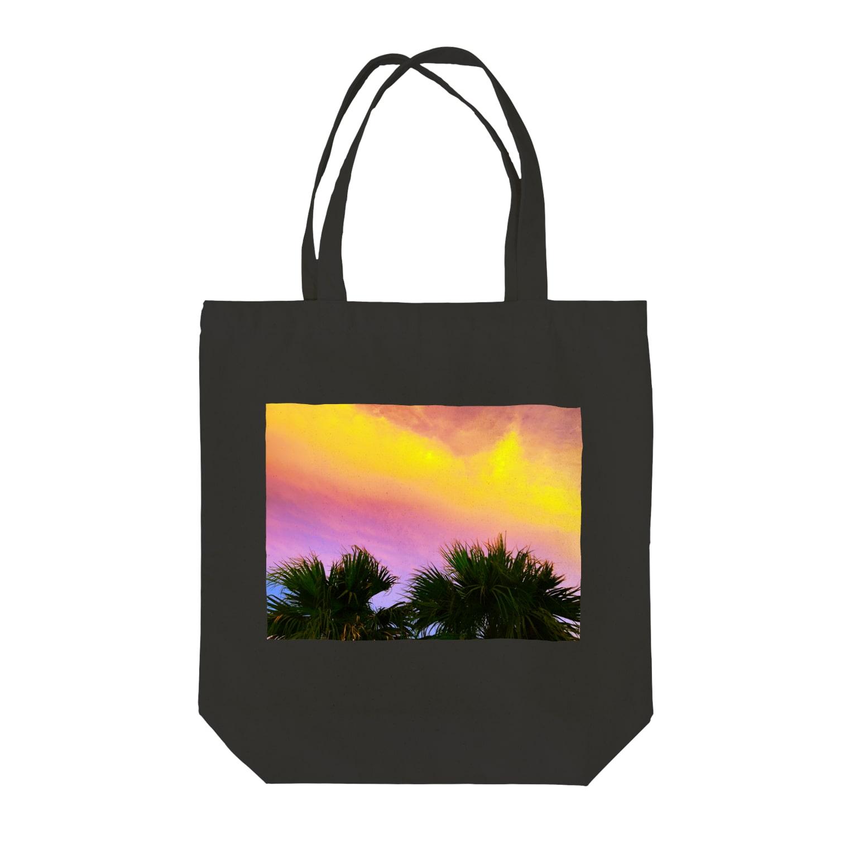 mizuphoto.comの夕焼けとパームツリー Tote bags