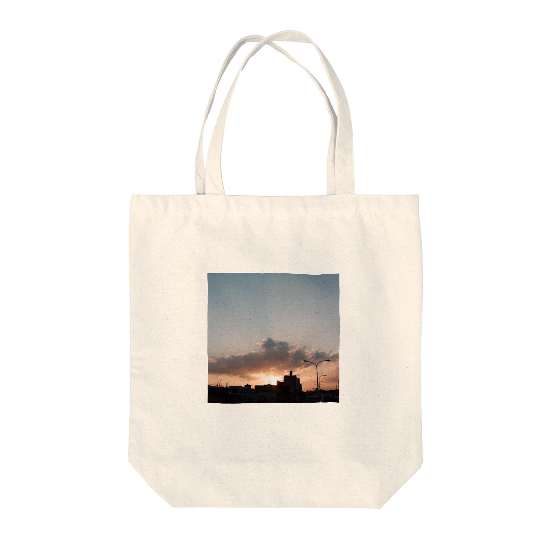 Shogo Hirokiのsunset Tote bags