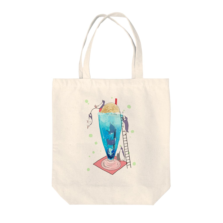 kuyのペンギンフロートプール Tote bags