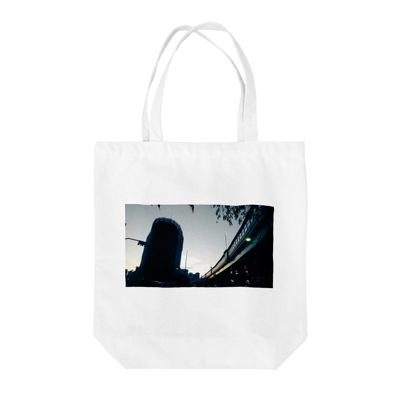 古春一生(Koharu Issey)の夜から朝へ Tote bags