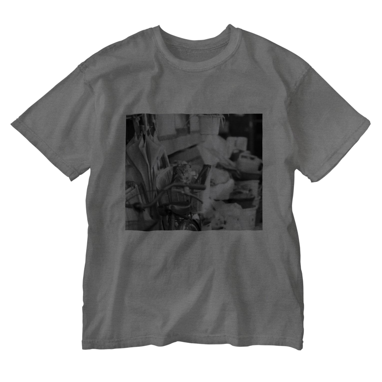 kio photo worksのcat in bicycle Washed T-shirts