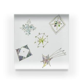 宵の空に輝く星のブローチ Acrylic Block