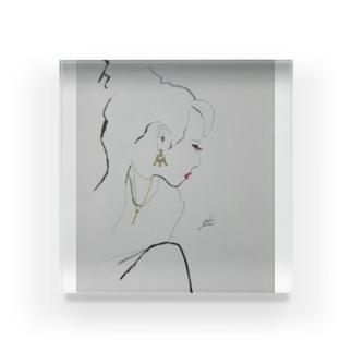 女性の横顔 Acrylic Block