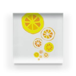 浮上するオレンジ Acrylic Block