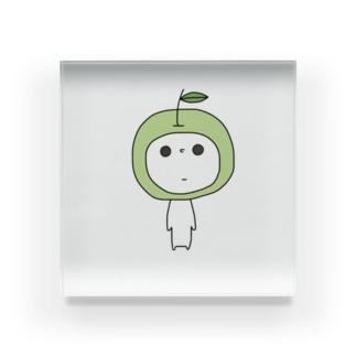 nakotobaの見つめてくるあおりんご Acrylic Block