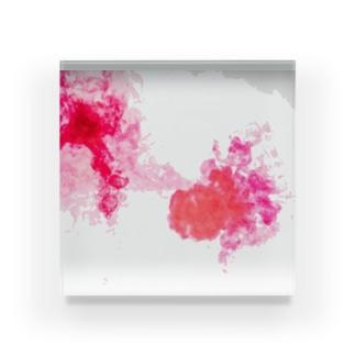 赤が混ざる Acrylic Block