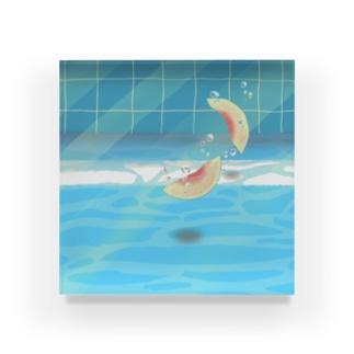 夏のプールに飛び込んだ(桃) Acrylic Block