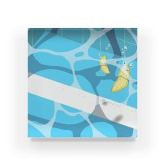夏のプールに飛び込んだ(レモン) Acrylic Block