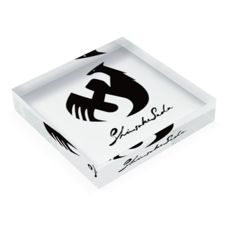 Shinsuke Sada Goods ShopのSHINSUKE SADA オフィシャルロゴグッズ Acrylic Blockの平置き