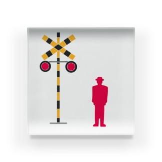赤信号のトマルさん、踏切を見る Acrylic Block
