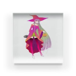 チェーンソーをこっそり持った魔女 Acrylic Block