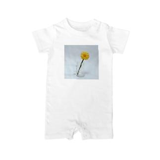 刺繍で作った黄色いお花 Baby rompers