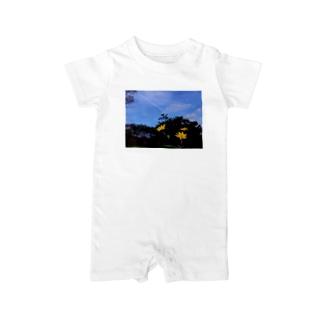 菊芋と樹木と空 DATA_P_140 tree sky Baby rompers