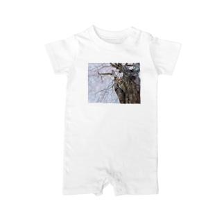 僕らの居場所は言わにゃいでTシャツ01 Baby rompers