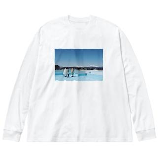 青いね。 Big silhouette long sleeve T-shirts
