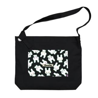 通行するうさぎのショルダーバッグ by 佐藤そちぉ Big shoulder bags