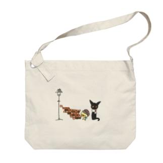天使のひよこちゃんと黒猫ムーン 街角 Big shoulder bags