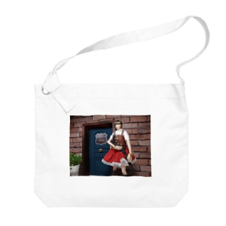 人形写真:冒険者ギルド「銀の船」の前に立つ美少女冒険者 Doll picture: Pretty adventurer at the guild Big shoulder bags