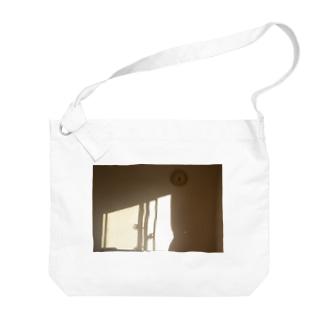 部屋に入る西日 Big shoulder bags