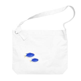 青い魚のソラスズメダイ Big shoulder bags