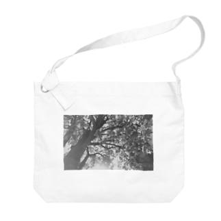 木漏れ日の下で Big shoulder bags