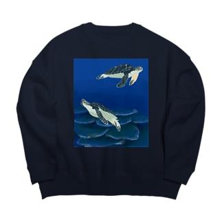 若いアオウミガメ Big Crew Neck Sweatshirt
