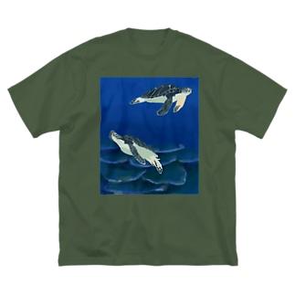 若いアオウミガメ Big T-shirts
