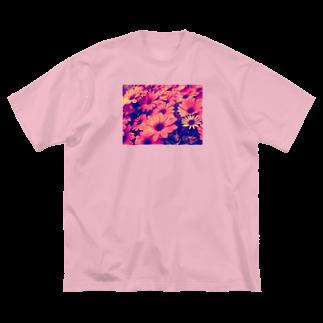 〰️➰わにゃ屋さん➰〰️の水滴つややくお花 Big silhouette T-shirts