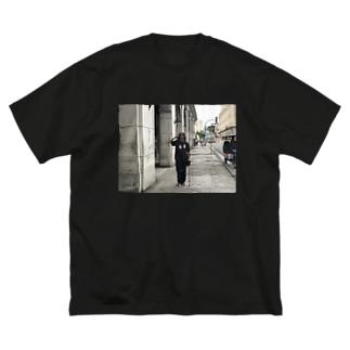 キューバでゲバラの格好した金くれ爺さん Big silhouette T-shirts