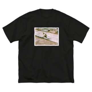 ぷりぷりうちゅうじんのおもいで Big silhouette T-shirts