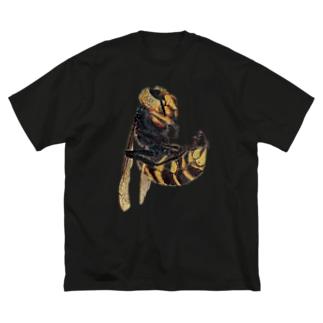 オオスズメバチの新女王 Big silhouette T-shirts