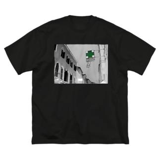 ふぁるまちーあ Big silhouette T-shirts