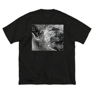suparnaのCOSMOS 手を伸ばせば宇宙 モノクロ Big silhouette T-shirts