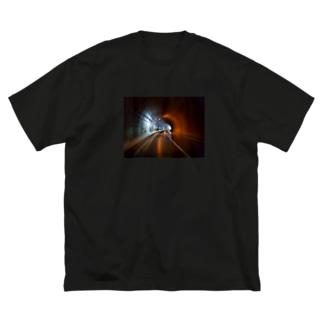 まもなくトンネル出口 Big silhouette T-shirts