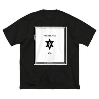 私はivxxを見ました。 Big silhouette T-shirts