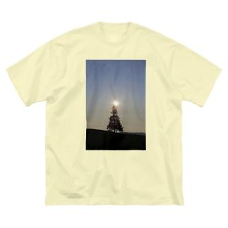 木の天辺にヒカリ Big silhouette T-shirts