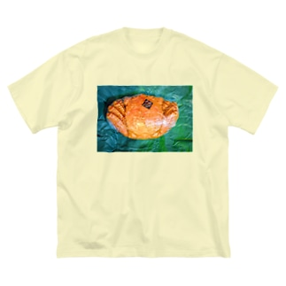 momo_emiのカニ Big Silhouette T-Shirt