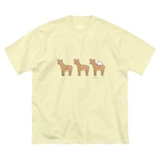 鹿さんの上でスヤヤ Big silhouette T-shirts