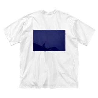 気配 Big silhouette T-shirts