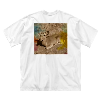 I love Nara. Big silhouette T-shirts