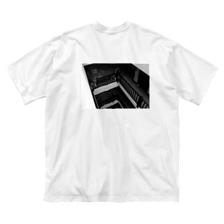 ある晴れた午後、バルコニーで。 Big silhouette T-shirts