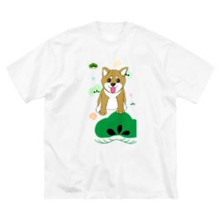 にこにこ柴犬 和柄背景① Big silhouette T-shirts