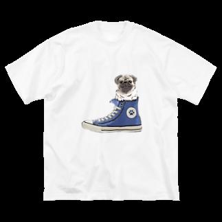 犬グッズの店しえるぶるーのスニーカーにすっぽり入ったパグ(フォーン・青) Big silhouette T-shirts
