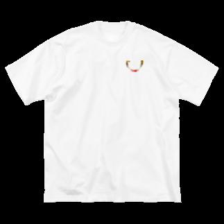 OTO OTO®︎のOTO OTOブローチ付けてるみたいでしょ Big silhouette T-shirts