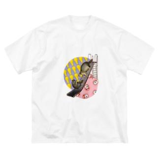 すべり台を滑るアライグマ Big silhouette T-shirts
