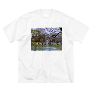 MyOn1yCurseの代々木の黒鳥と桜 Big silhouette T-shirts
