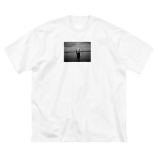 なんかしらんけど自分が元気玉しとる Big silhouette T-shirts