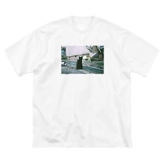 ぱんちゃりんちゃの寺町二丁目の黒ねこさま Big silhouette T-shirts